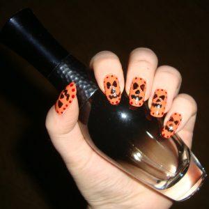 Pędzelek – sonda do zdobienia paznokci Avon oraz Halloween'owy manicure