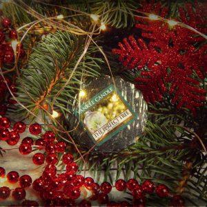Jaka choinka jest bardziej eko? Zapach świątecznego drzewka z Yankee Candle The Perfect Tree w tle