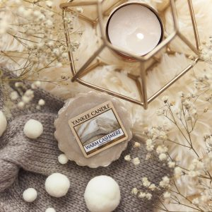 "Wosk na ""sweater weather""? Warm Cashmere od Yankee Candle"