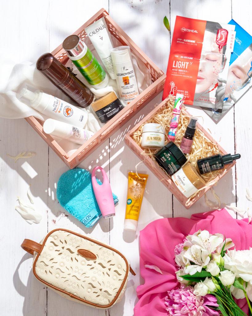 kosmetyki w koszykach ulubione produkty na lato