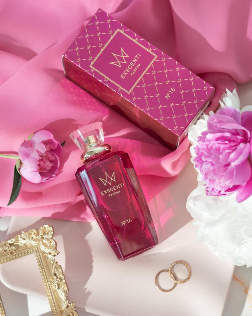 flatlay-perfumy exscenti nr 16
