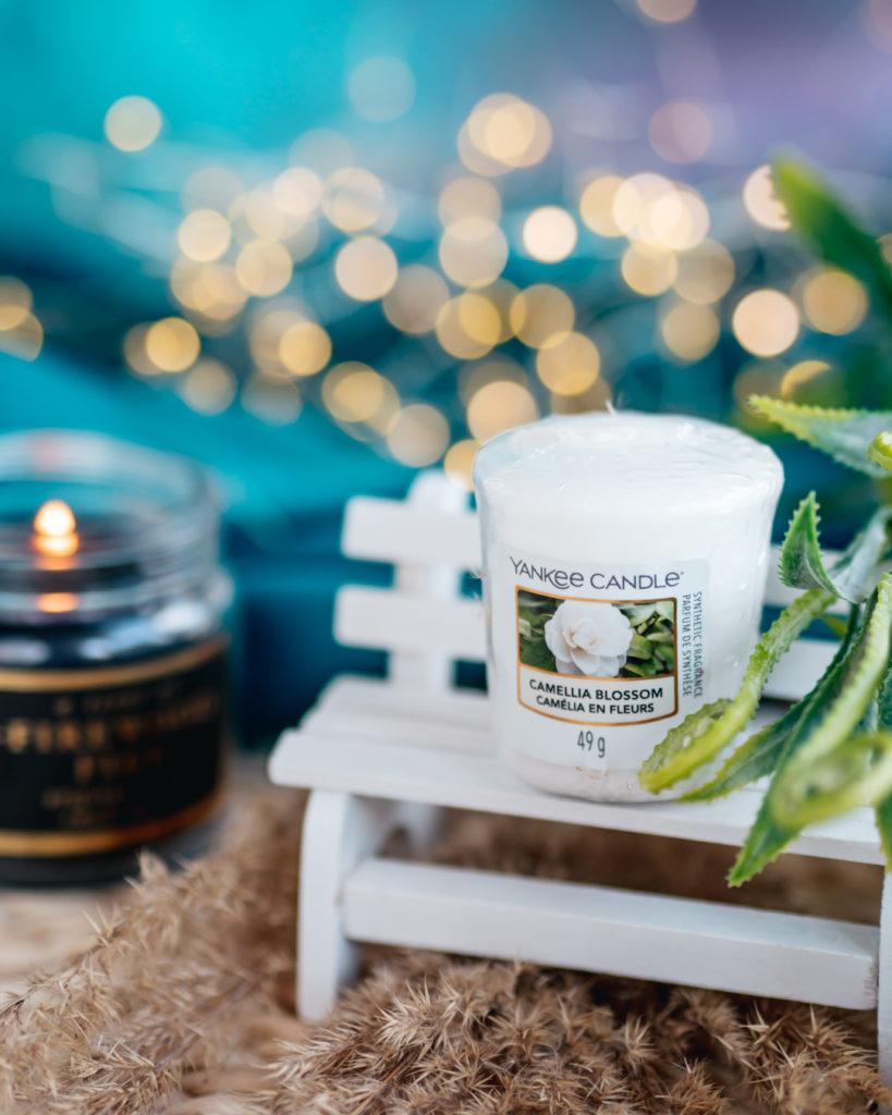 mała świeca zapachowa camellia blossom yankee candle
